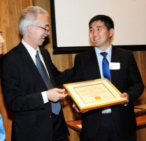 Jantsan receiving award - web